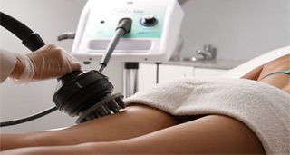 Tretman čišćenja i revitalizacije kože tela